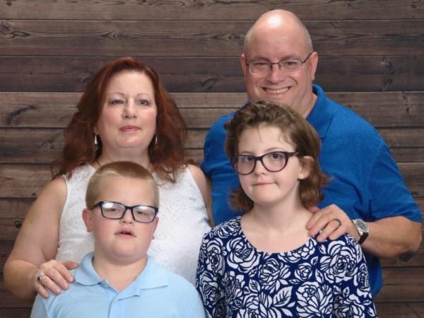 family_2018_(002).jpg_v0_0_1-min_.jpg